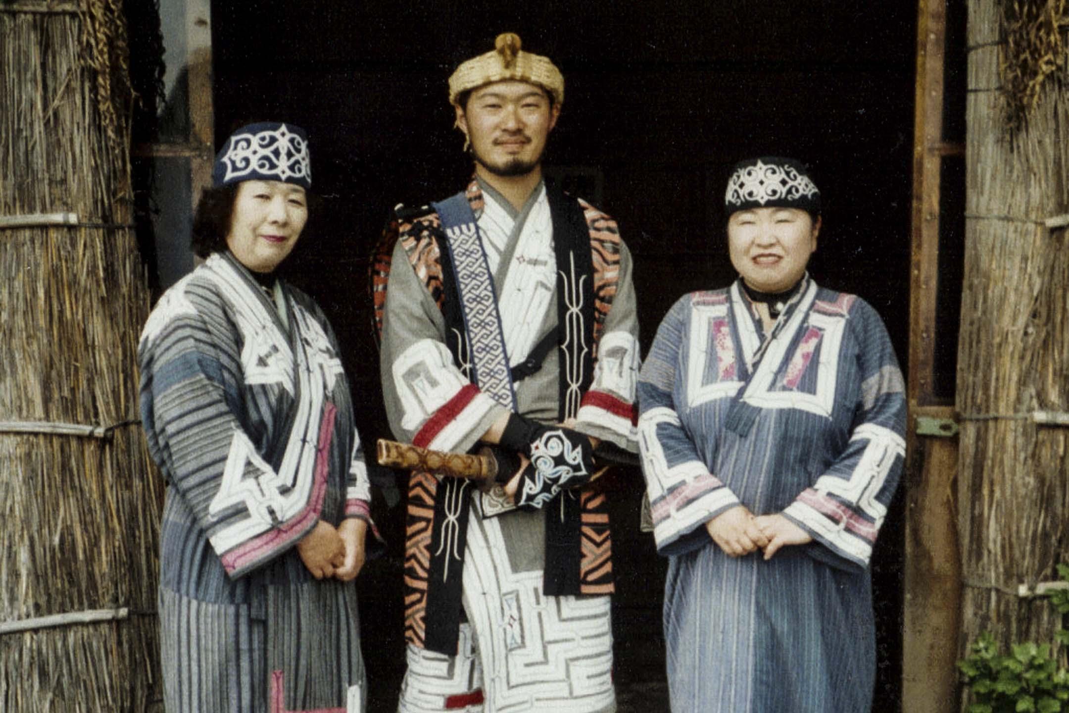 2019年2月15日,日本政府在內閣會議通過支援愛奴族的新法案,將正式以法律承認北海道的愛努族為原住民族。 圖片來源:wikipedia
