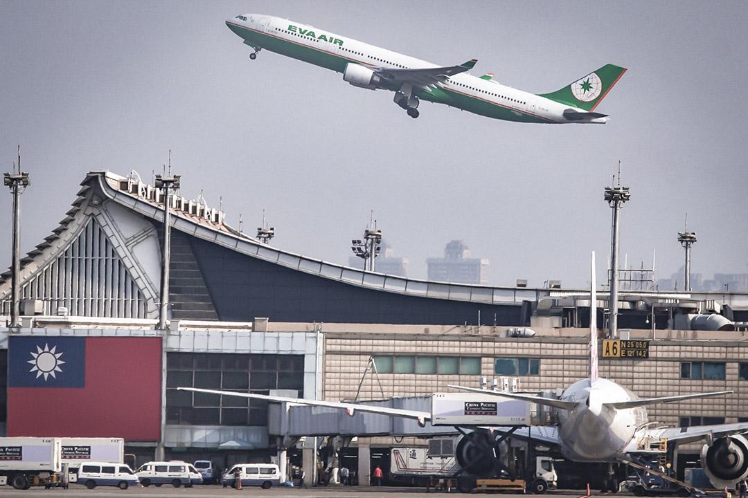 桃園國際機場的長榮航空飛機。