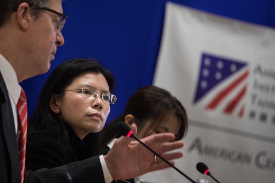 2019年3月12日,李明哲妻子李凈瑜和美國國際宗教自由無任所大使布朗貝克一同出席記者會。