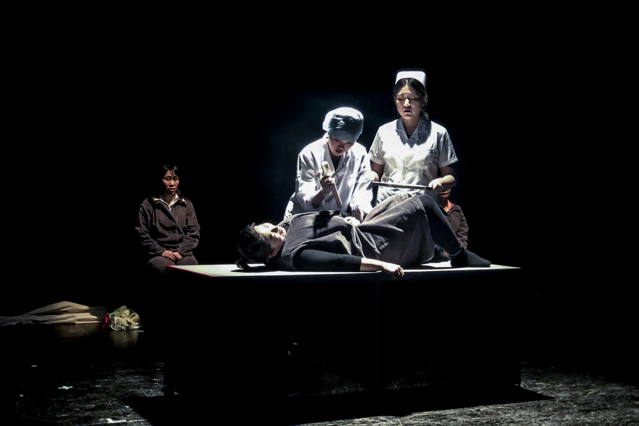 《生育紀事》中重要一幕,韓姐做引產手術。
