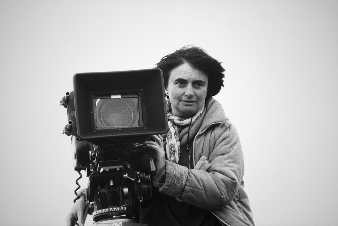1985年,在法國拍攝電影Sans toit ni loi時的Agnès Varda。