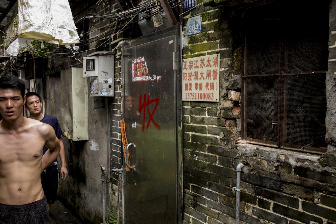 深圳已經是全球「最難買得起樓」的城市,高房價造成絕大多數工薪階層買不起房,高租金拉高消費價格降低中低收入者民生水平。