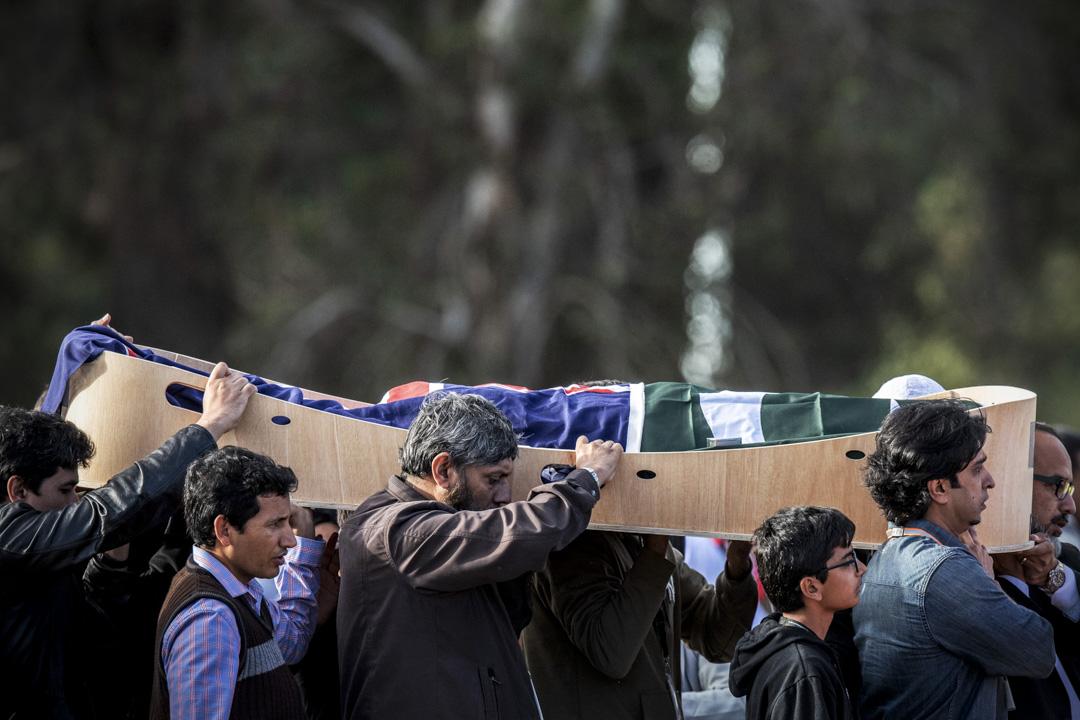 2019年3月22日,新西蘭基督城紀念公園墓地,槍擊案受害者的遺體進行下葬儀式。 攝:Carl Court/Getty Images