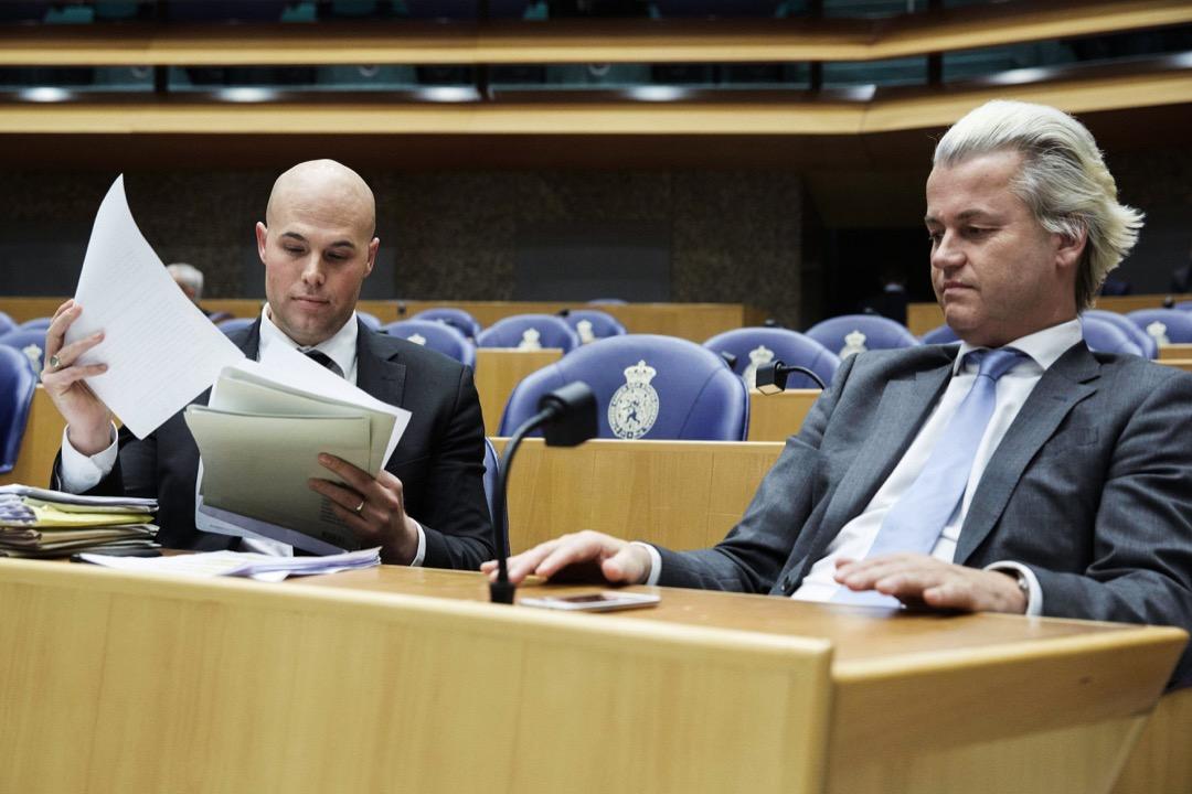 2013年4月,Klaveren與自由黨領袖Wilders在荷蘭議會內。