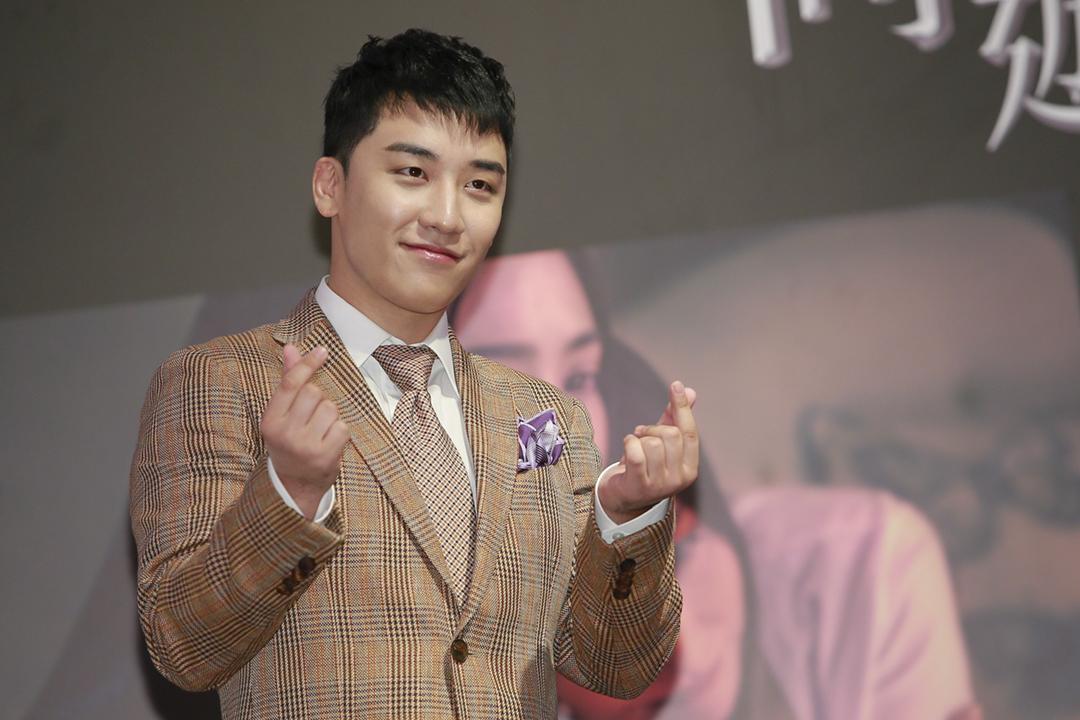 近日被指涉嫌仲介色情服務的南韓組合 BIGBANG 成員「勝利」(本名:李昇炫)今天在社交網站宣布退出演藝圈。圖為2018年2月8日,勝利在香港出席活動。 圖片來源:VCG via Getty Images