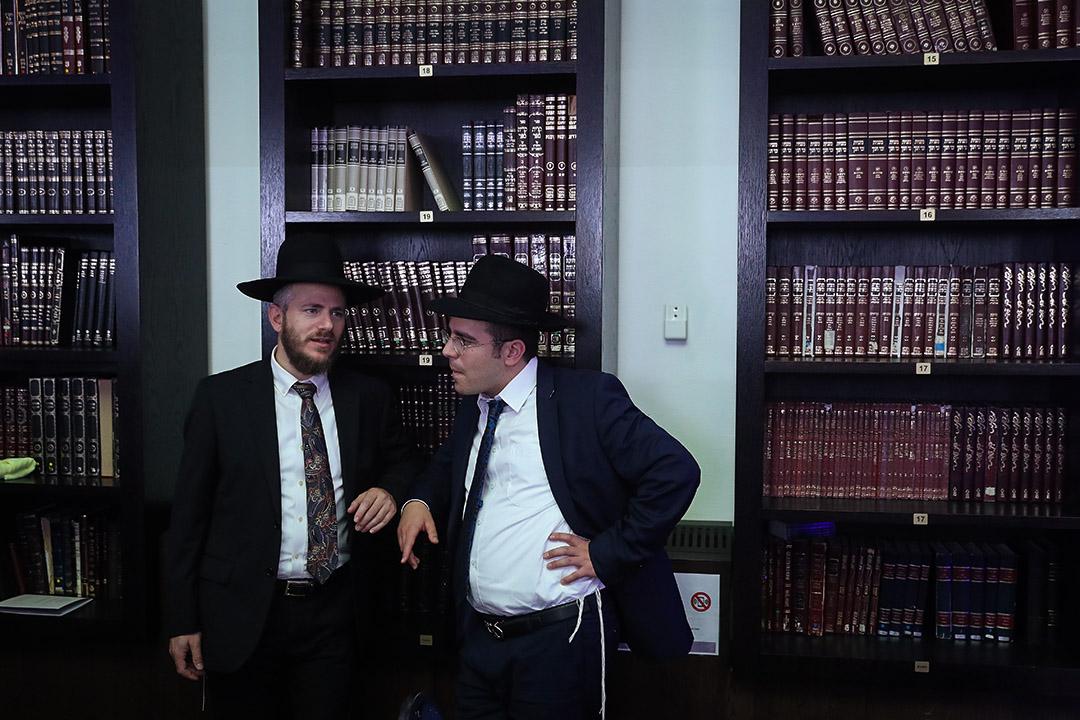 猶太人佔世界總人口僅為0.2%,卻貢獻了超過20%的諾貝爾獎得主。其實大眾往往高估在學術上取得過人成就所需要的內稟智力,卻低估時空環境和群聚效應對創造性活動的重要意義。
