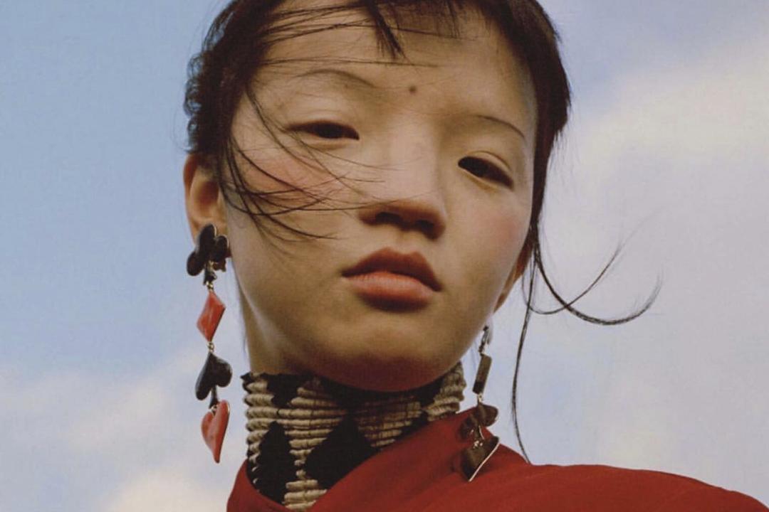 VOGUE於Instagram介紹一名中國模特兒兼設計師高其蓁 ,但因為她長相迴異於主流審美,引起爭議。 圖:voguemagazine instagram