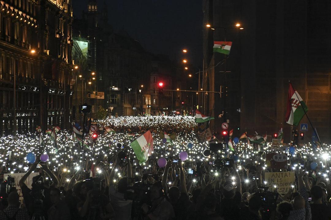 2018年4月21日,匈牙利布達佩斯舉行反對歐爾班當選總理的示威,抗議政府打壓媒體,影響大選結果。