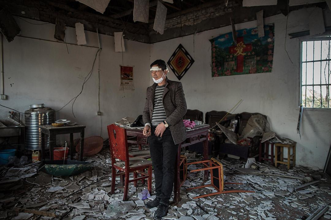 2019年3月23日,响水鄉王商村一間鄰近化工廠的房屋及其在爆炸中受傷的屋主。