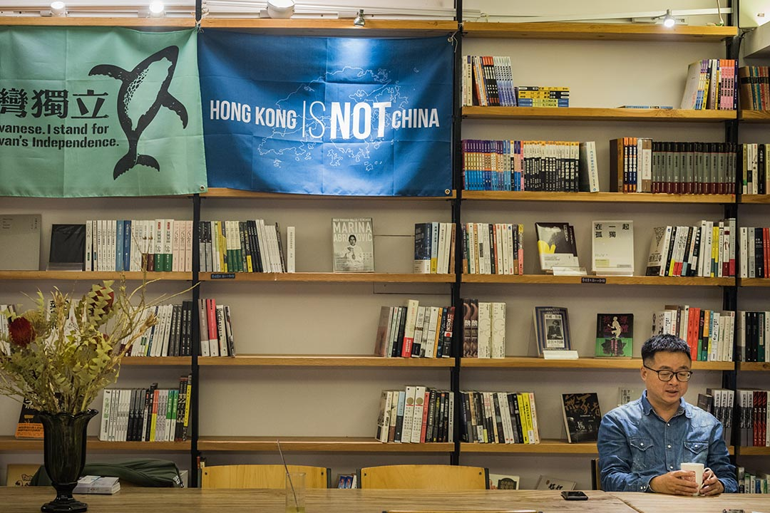 羅文嘉在水牛書店。