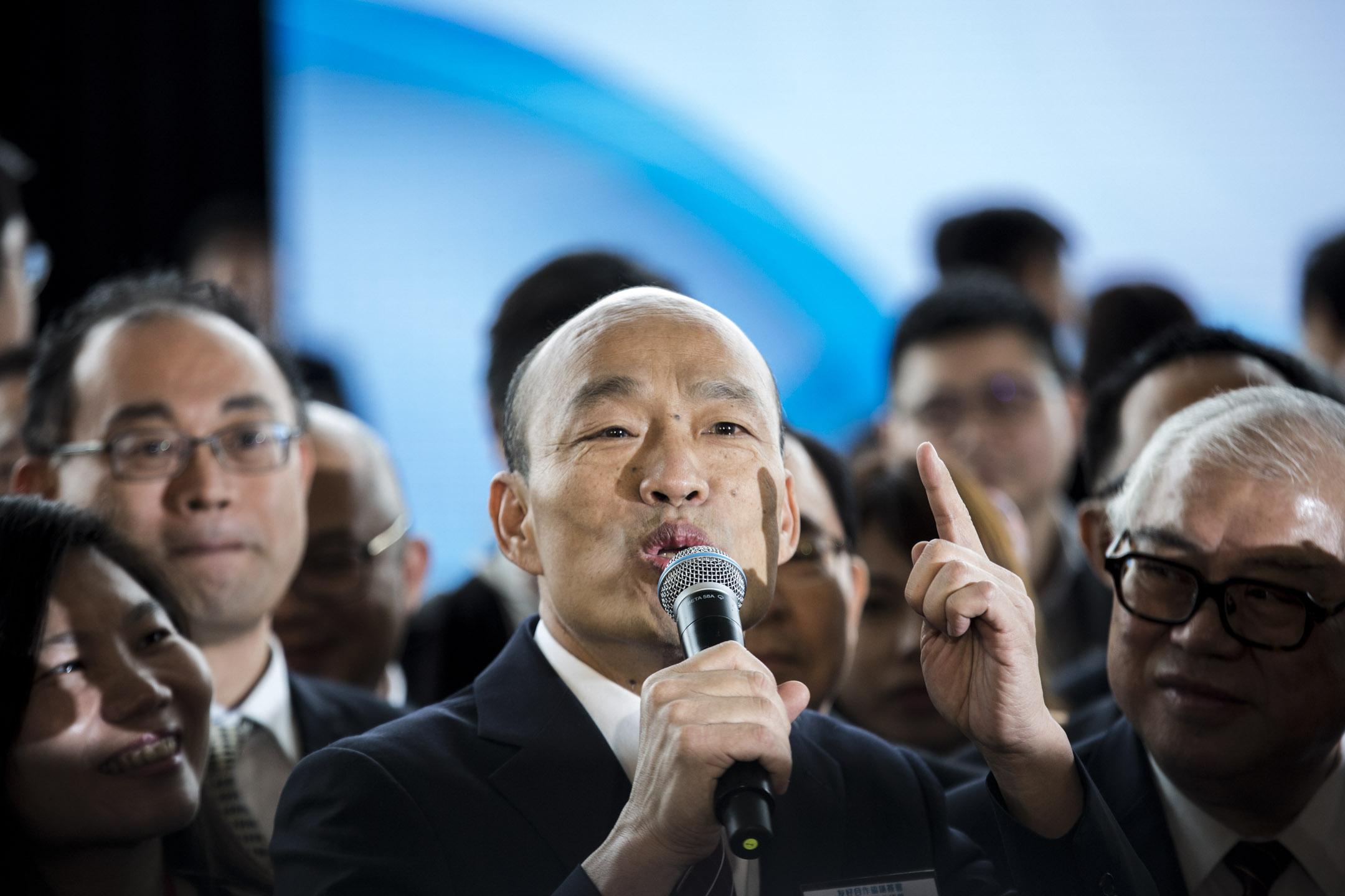 2019年3月22日,高雄市市長韓國瑜出席香港中華出入口商會友好合作協議簽署暨高雄市經貿介紹會,並於會後回答記者提問。  攝:林振東/端傳媒