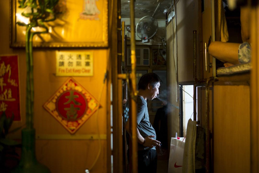 香港極高的房價收入比,龜縮的居住面積,全球之冠的基尼係數,讓這座城越來越不再是普通人的「夢想之城」。