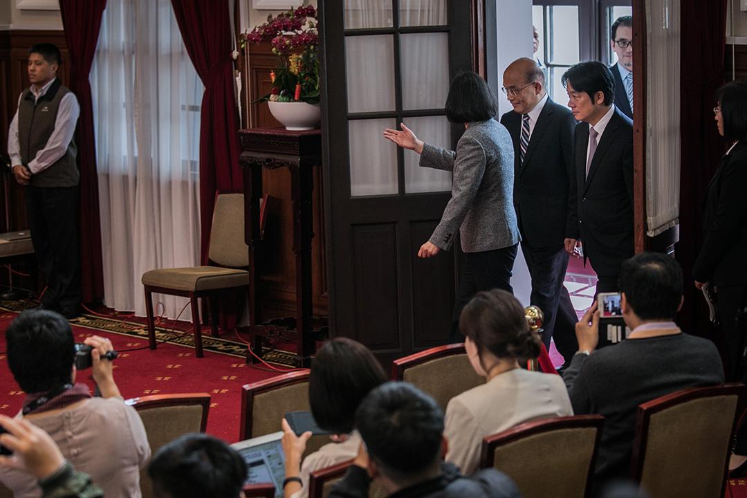 2019年1月11日,蔡英文在總統府舉行記者會,正式任命前行政院長蘇貞昌為新任閣揆,與即將卸任的行政院長賴清德上台發言。