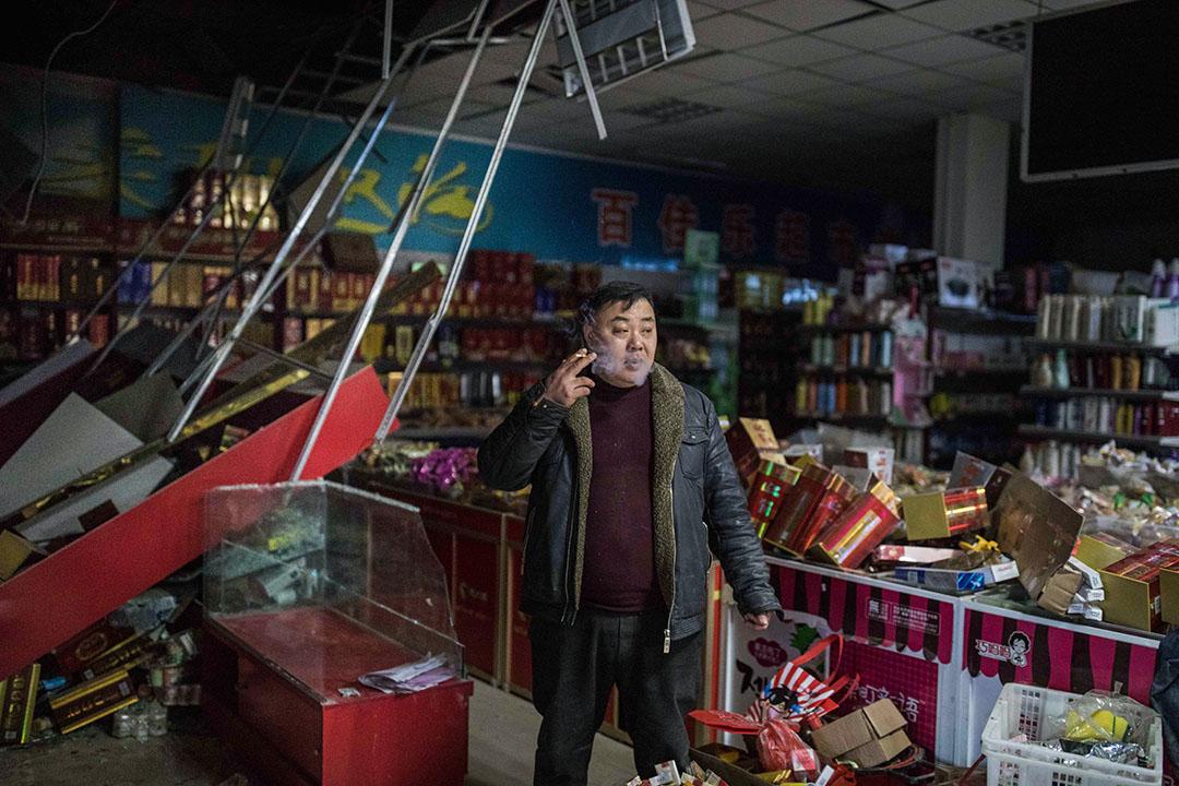 2019年3月23日,王商村超市與超市老闆。