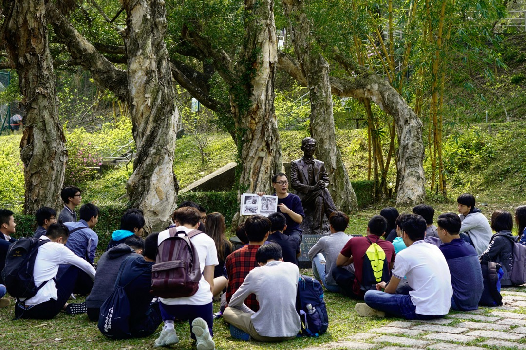 周保松:大學是個追求知識和學問的地方,所以作為大學生,最基本的就是要求自己成為有思想的人吧。作為老師,我確實希望同學讀完四年後,思想能夠進步,對於世界、對於生活,也能夠形成自己的看法。 圖:作者提供