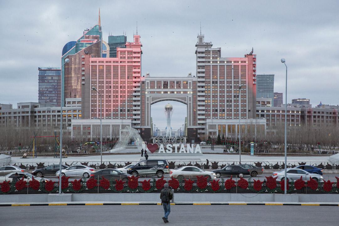 哈薩克於1997年將首都從阿拉木圖遷移至阿斯塔納,讓它成為世界上最具未來感的都市之一。到如今,在這片歐亞大陸最中心的曾經苦寒之地,城市人口超過了100萬。 攝:Taylor Weidman/Bloomberg via Getty Images