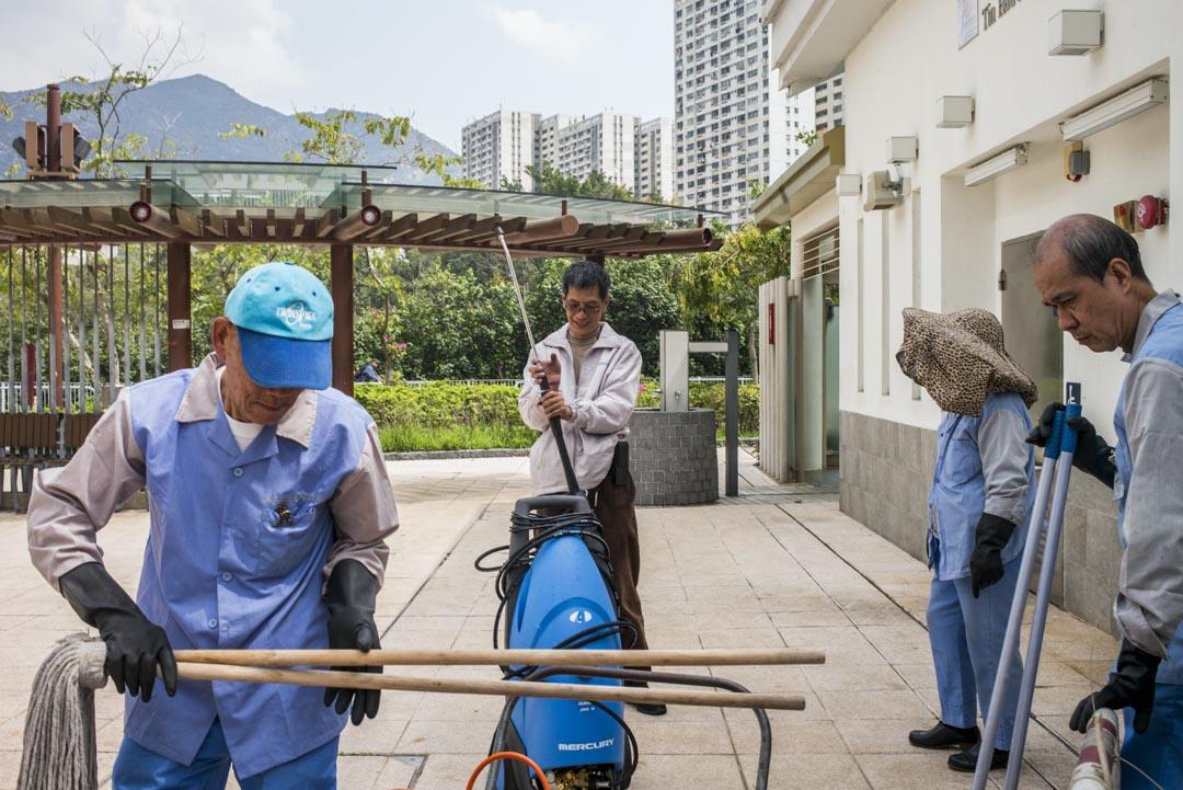 達哥帶著的四位清潔工大多年老,最年輕的64歲,最年長的79歲。