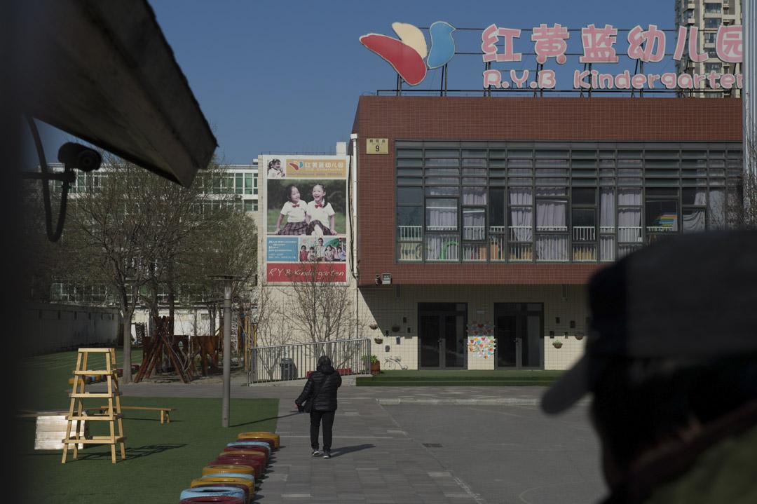 2017年11月,北京紅黃藍新天地幼兒園虐童事件,引起社會廣泛關注。