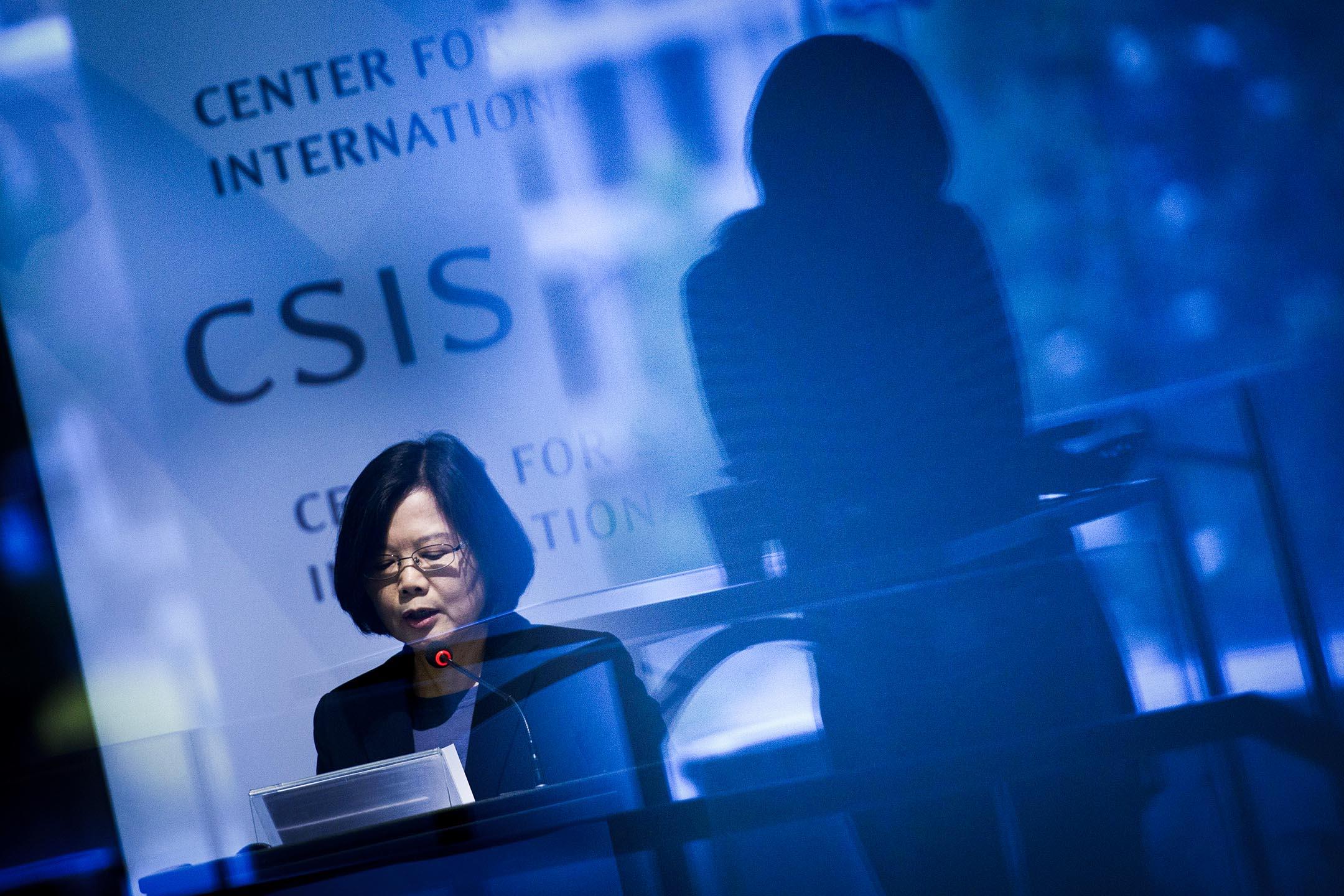 2015年6月3日,美國華盛頓,民進黨蔡英文在戰略暨國際研究中心舉行的活動期間發表講話。 攝:Brendan Smialowski/AFP via Getty Images