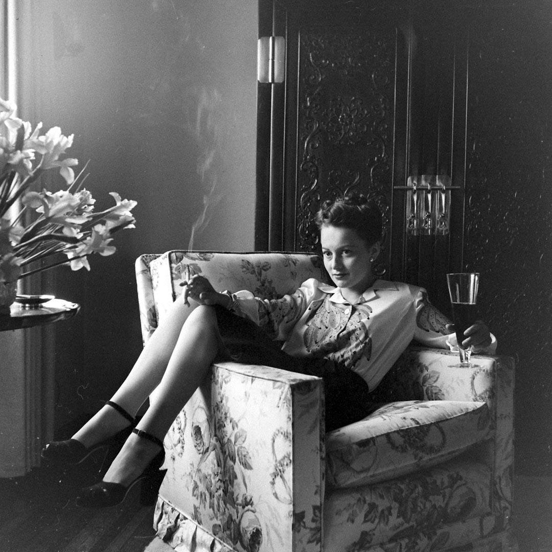 奧斯卡影后的Olivia de Havillan曾控告Warner,以「禁止僱傭合約超過七年」的加州法規,請求法官宣告合約失效。