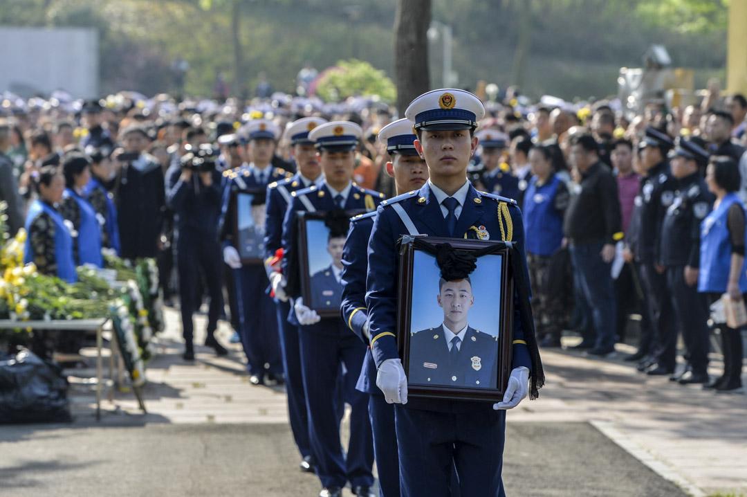 2019年4月6日,涼山火災中殉職的的三位消防員劉代旭、代晉愷、李靈宏骨灰安放儀式,在成都市烈士陵園進行。