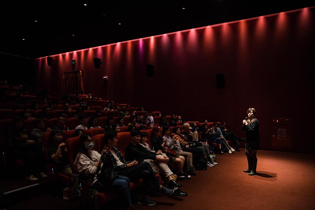 傅榆在台北的戲院與觀眾會面。