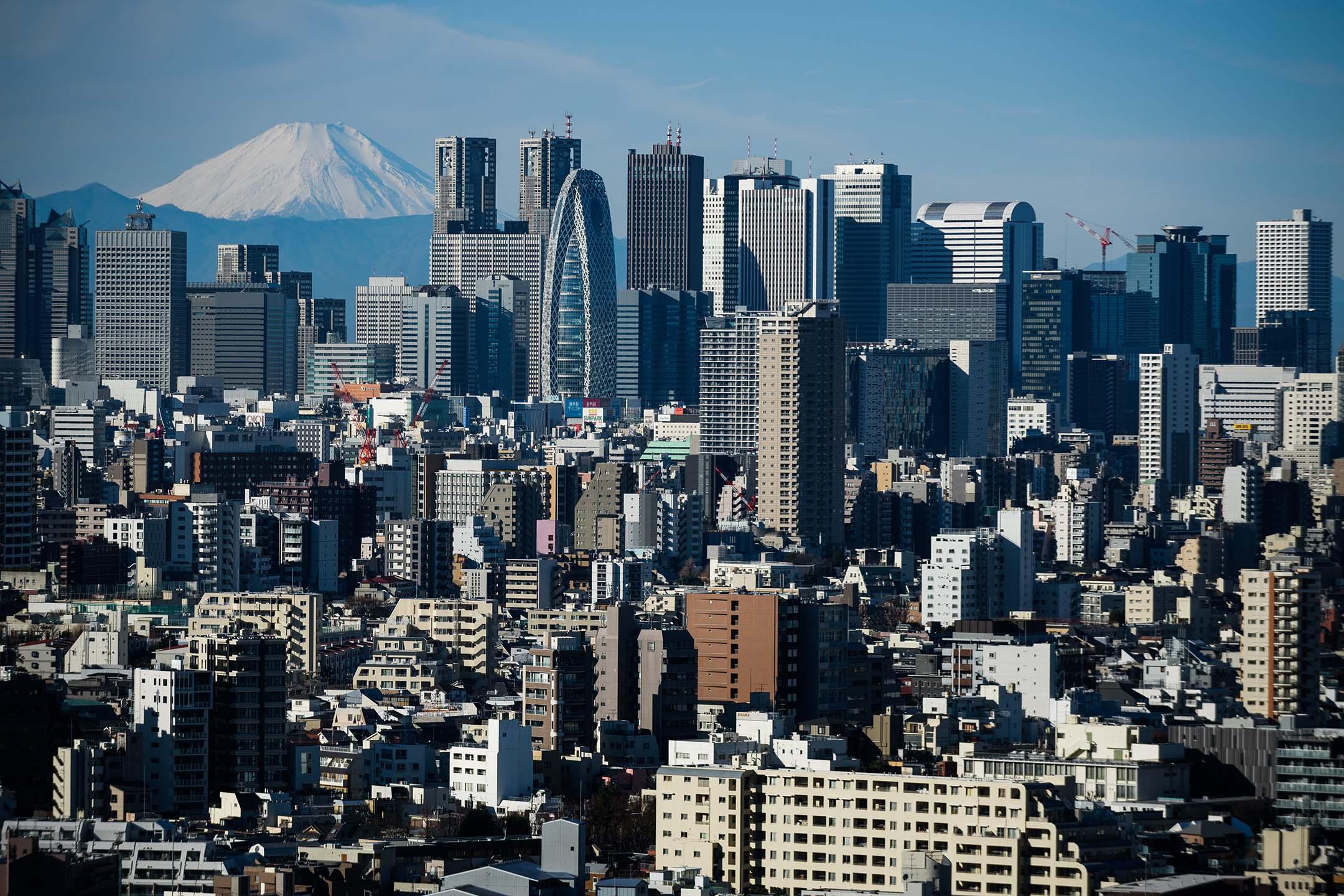 2019年1月11日,富士山與日本東京的建築物。