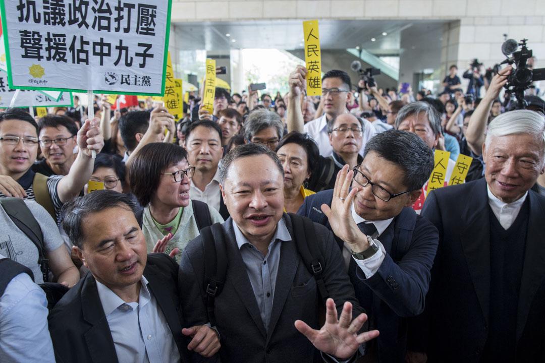 2019年4月9日,佔中九子案判決,戴耀庭、陳健民、朱耀明進入法院。