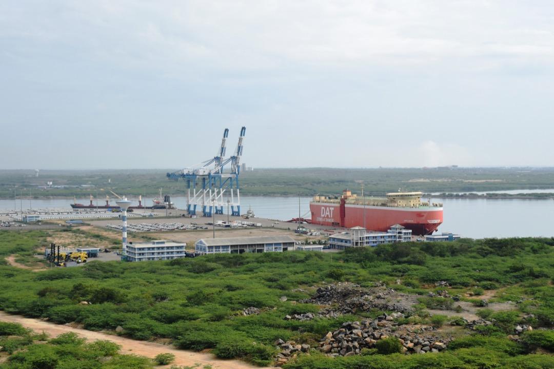 我在2019年3月造訪漢班托塔港時,在港口看到的船隻。
