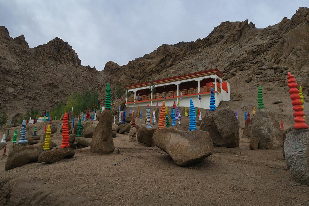 不同顏色的石頭塔,象徵祈福圓滿之意。