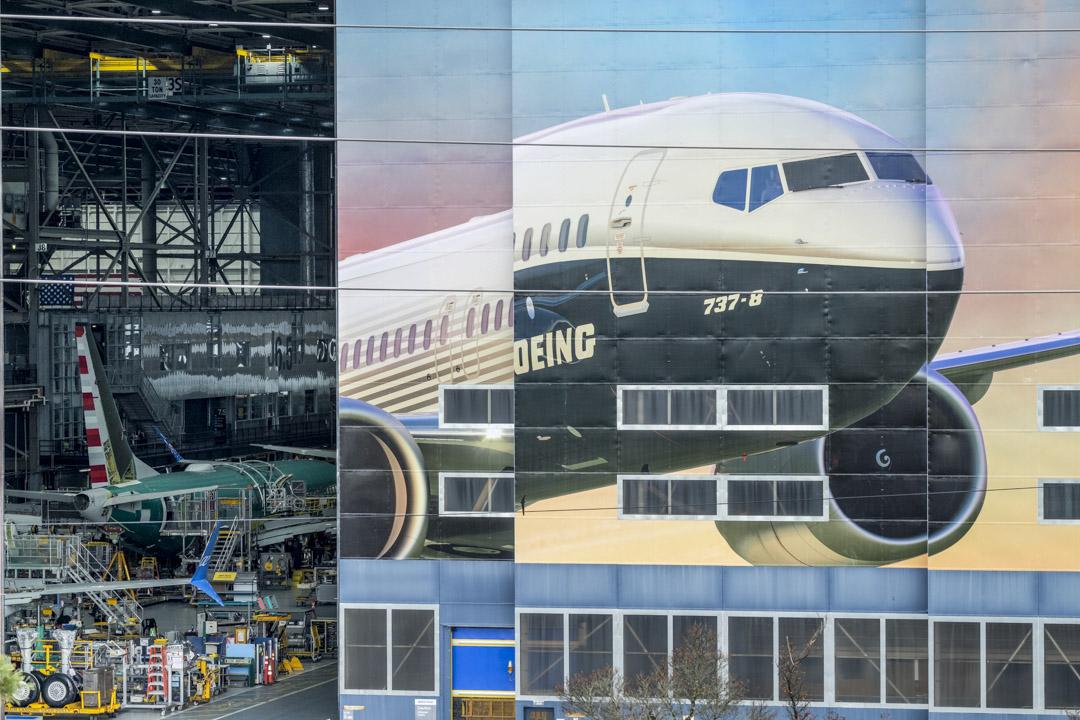 2019年3月11日,華盛頓的波音飛機工廠上有波音737 MAX的壁畫。  攝:Stephen Brashear/Getty Images
