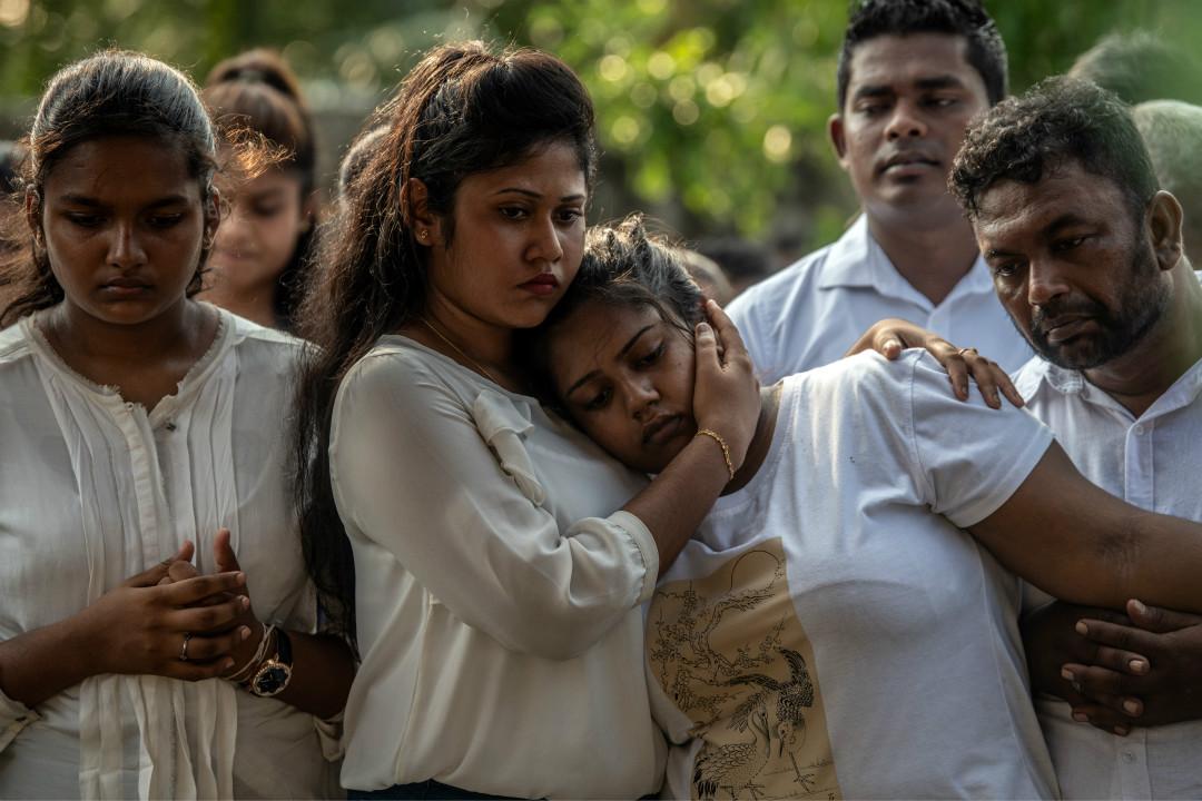 2019年4月23日,斯里蘭卡民眾為連環爆炸恐襲遇難者舉行葬禮。 攝:Carl Court/Getty Images
