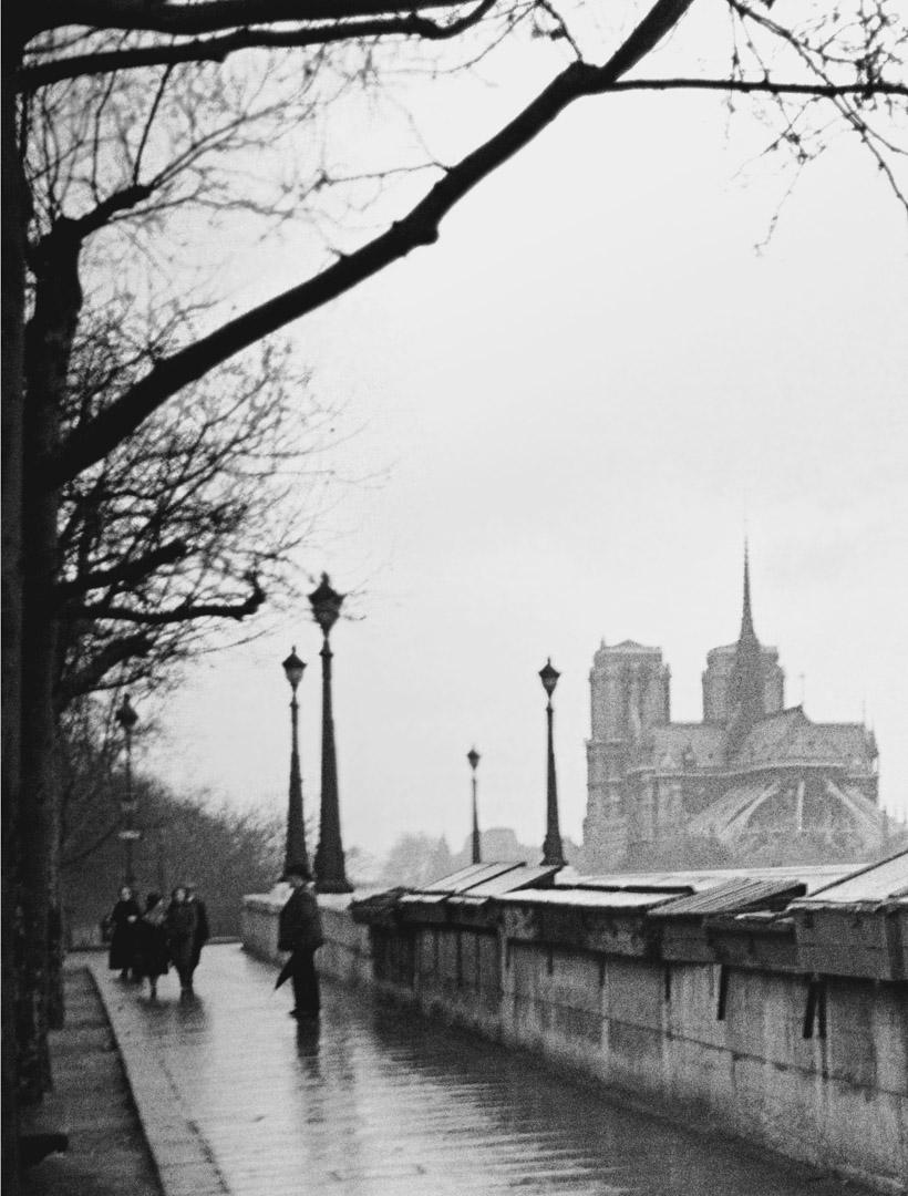 1938年,從塞納河看到的巴黎聖母院大教堂。