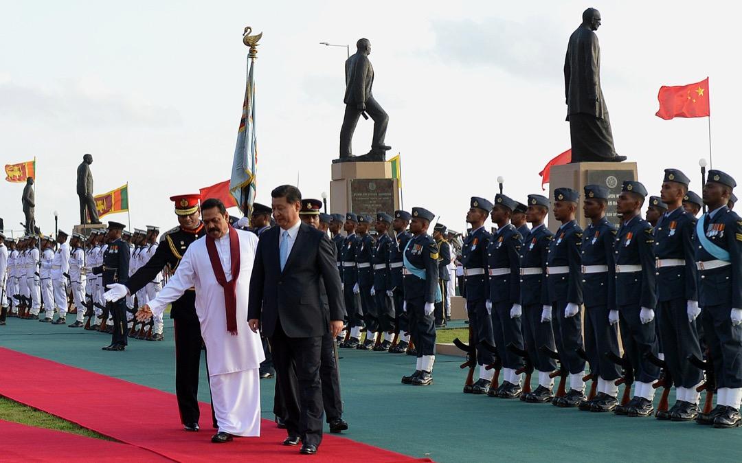 習近平當時只在斯里蘭卡停留23小時,但他的到訪證明斯里蘭卡對中國有極重要的戰略意義,至少27項雙邊協議在他的監督下籤署。