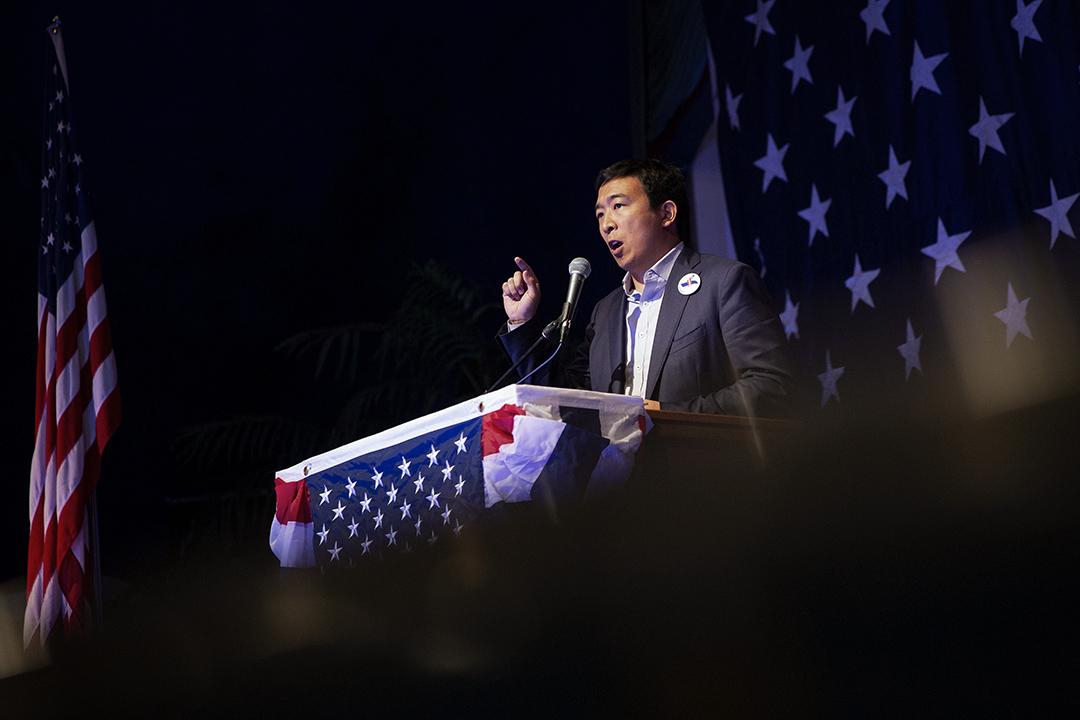 2018年8月10日,民主黨總統競選人楊安澤於美國愛荷華州克利爾湖發表講話。 攝:Daniel Acker/Bloomberg via Getty Images