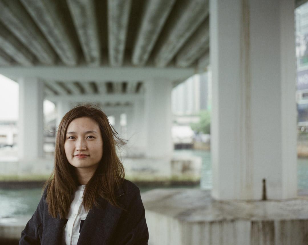 陳小娟在單親家庭成長,媽媽也因為無罔之災要坐輪椅生活,雖然有部分元素來自成長環境,但電影不止於生命的苦難,卻着墨更多在生活的追尋上。