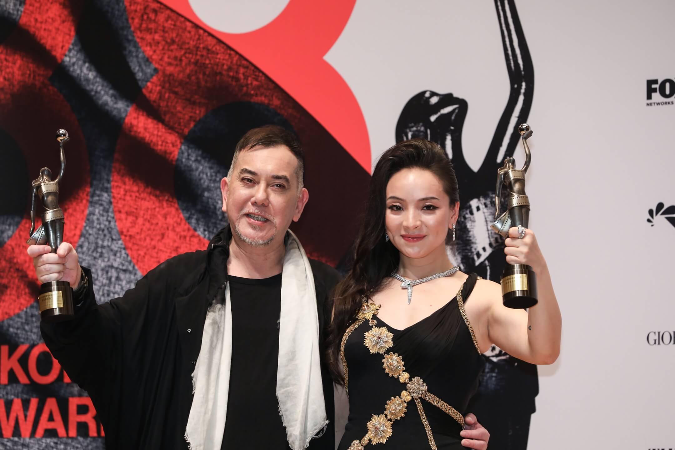 2019年4月14日,香港電影金像獎最佳男主角得獎者黃秋生和最佳女主角得獎者曾美慧孜在頒獎典禮後合照。 攝:林振東/端傳媒