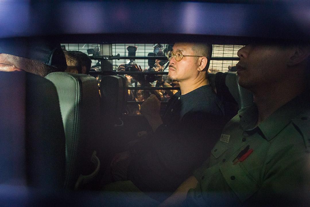 2019年4月24日,戴耀廷、陳健民、邵家臻、黃浩銘即時入獄,邵家臻坐在囚車上。