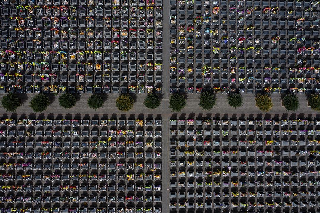 2019年4月5日,清明節,北京以東一個墓地的鳥瞰圖。