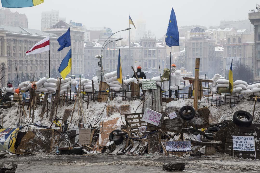 2013年11月,烏克蘭數以十萬計的烏克蘭人走上街頭,抗議政府擱置與歐盟簽署協議,最終逼使親俄總統亞努科維奇流亡,是為「歐洲廣場革命 Euromaidan」。