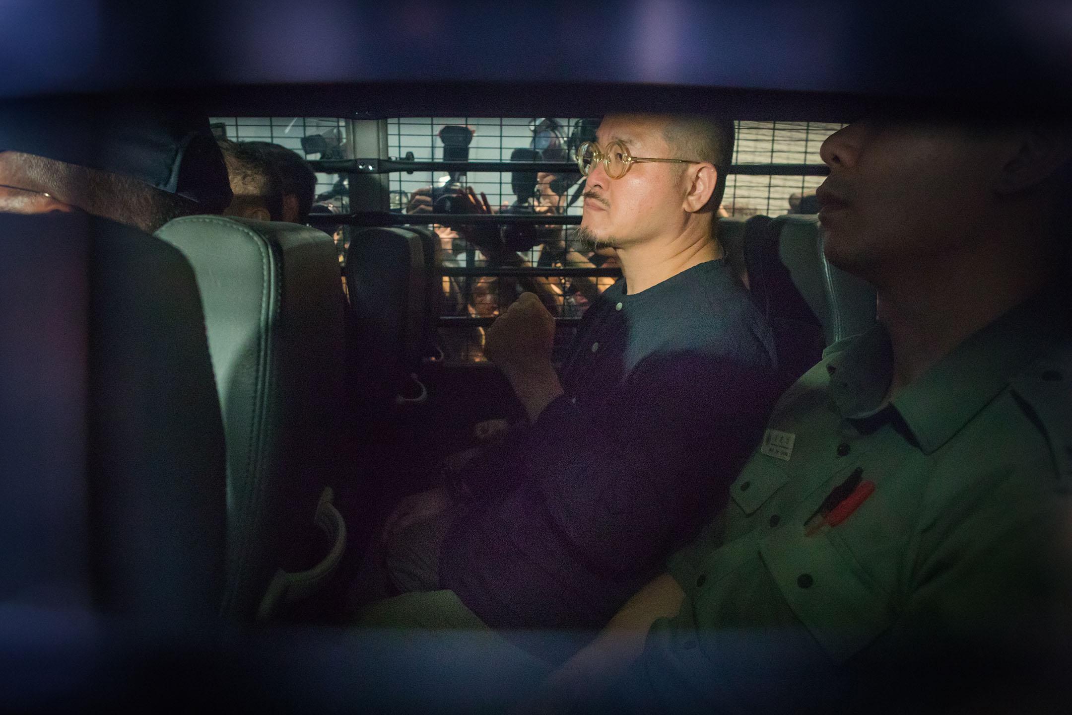 2019年4月24日,佔中九子案在西九龍裁判法院判決,邵家臻在囚車上,他被判監八個月。