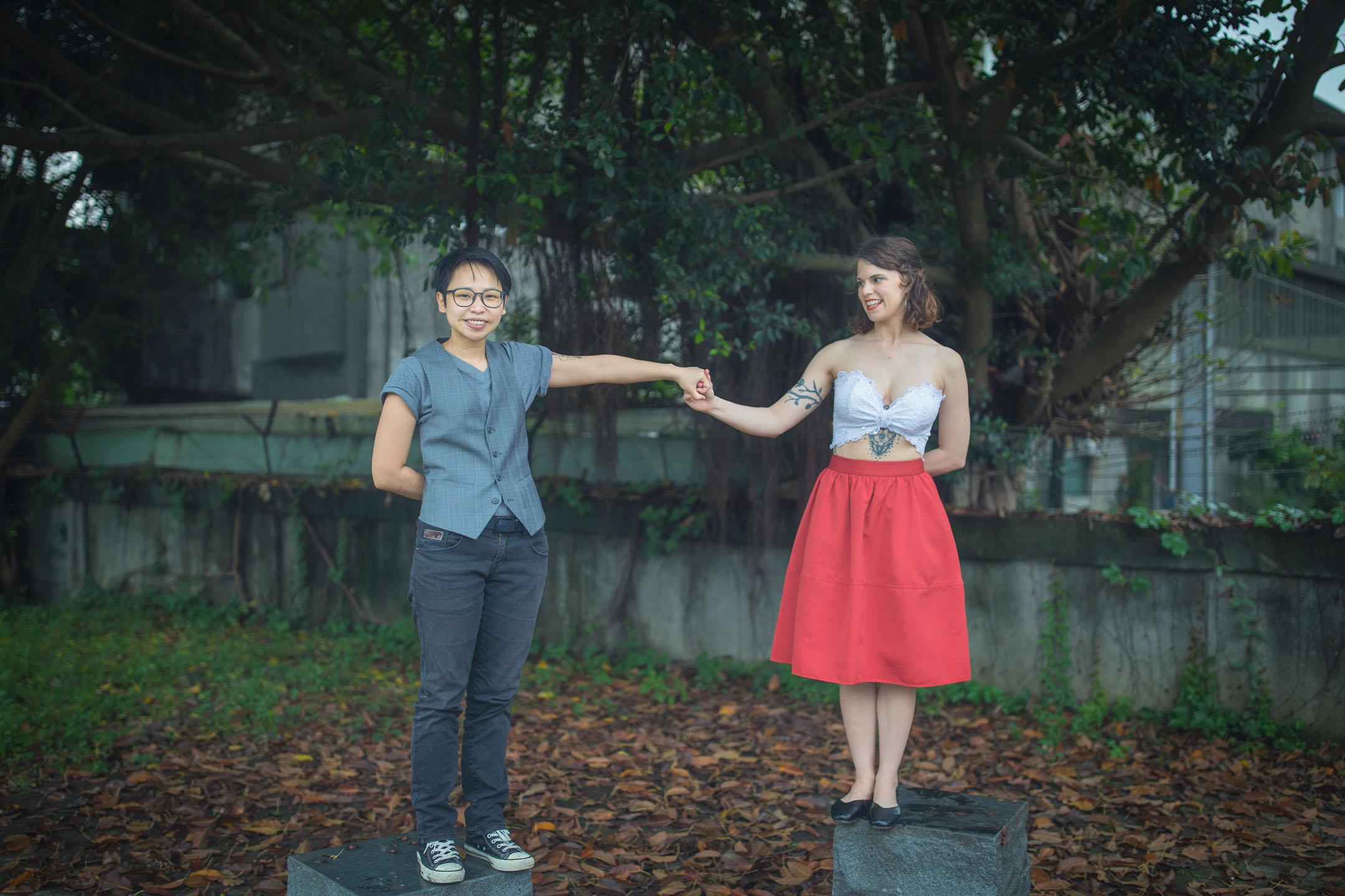 Hannah(右)跟Zach(左)將於五月結婚。 攝:陳焯煇/端傳媒