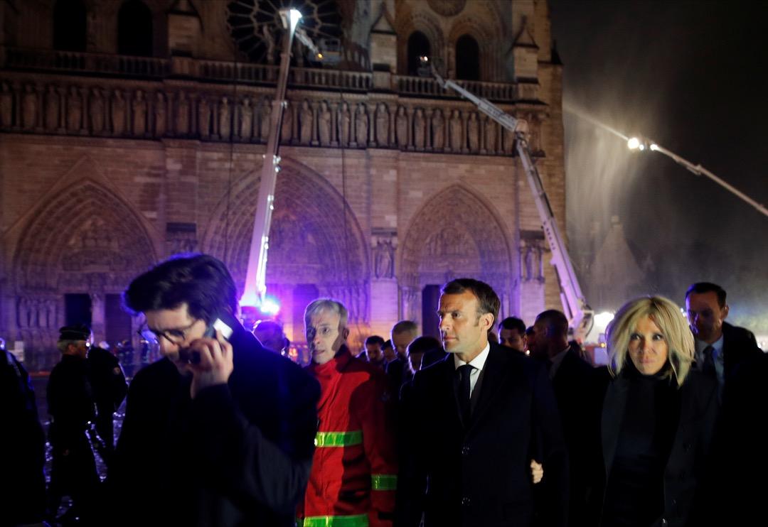 2019年4月16日,巴黎聖母院發生大火後一天,法國總統馬克龍到現場視察環境。