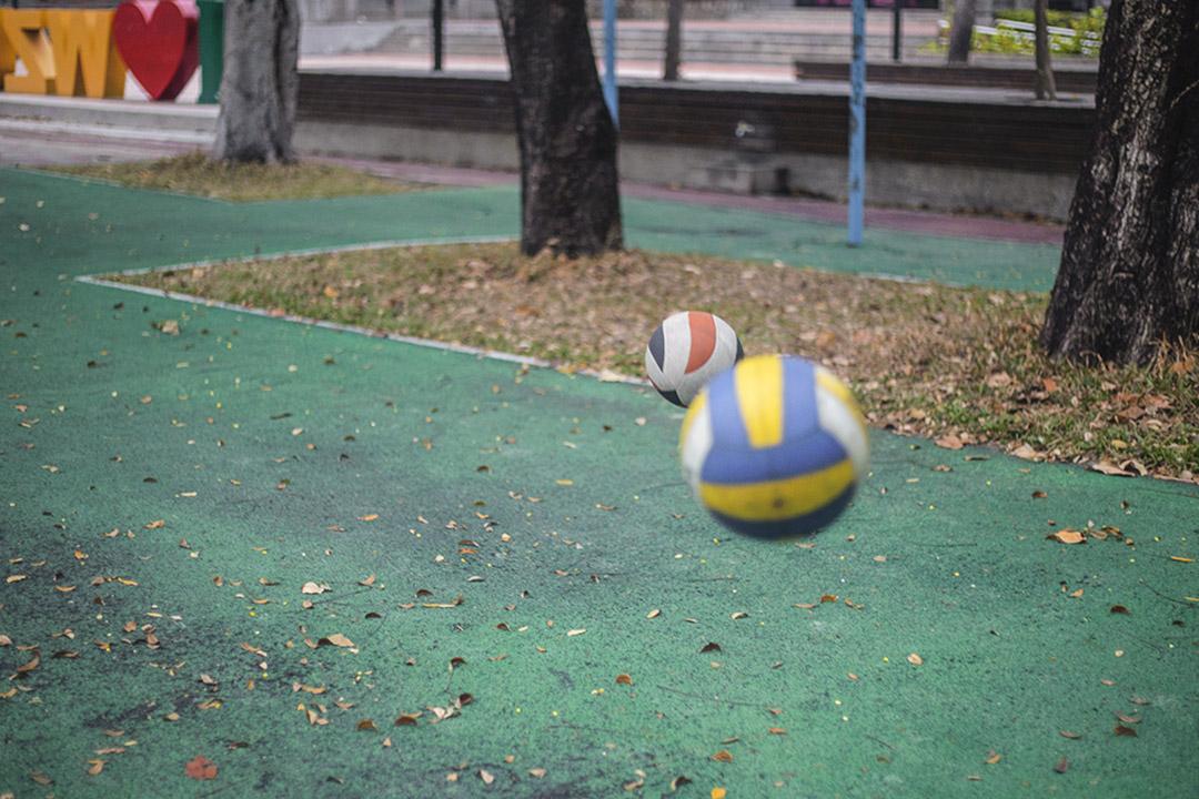 az與盈任同樣喜歡排球,相逢於排球比賽中。