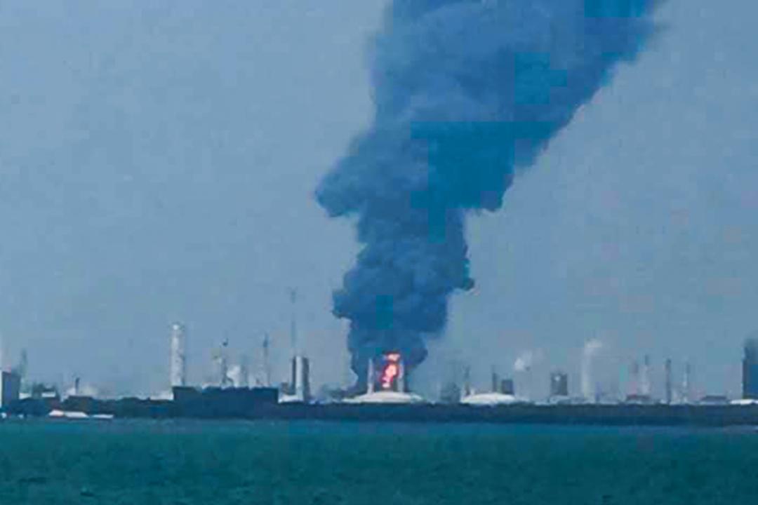 2019年4月7日下午,位於台灣雲林麥寮的台塑六輕工業區台灣化學纖維股份有限公司芳香烴三廠,發出巨大爆炸聲響,並竄出濃煙。 圖:網上圖片