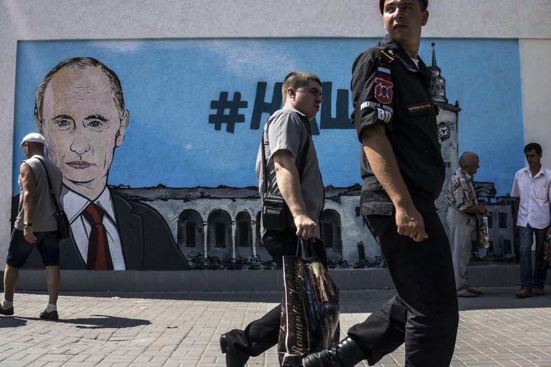 普京直接稱呼被俄羅斯強行吞併的克里米亞,與被親俄武裝份子佔據的烏克蘭東南部為「新俄羅斯」(Novorossiya),又不時重申「俄羅斯與烏克蘭是同一個民族」。