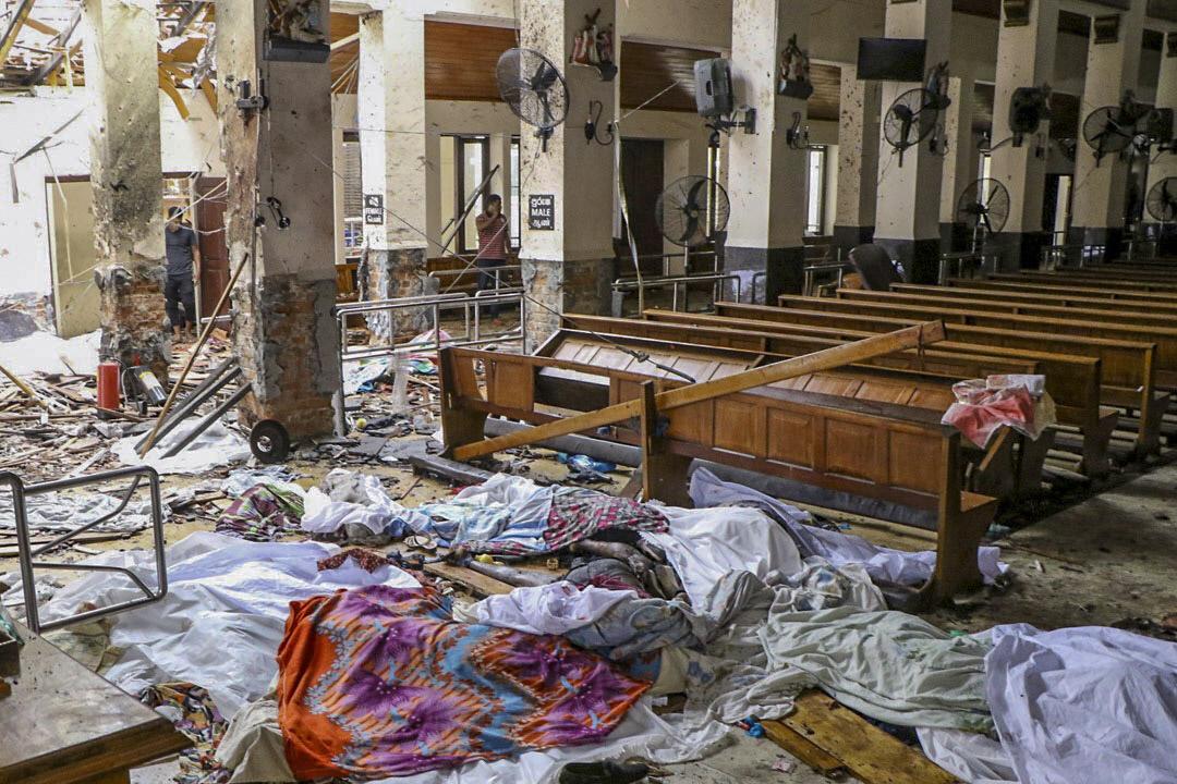 2019年4月21日,斯里蘭卡遭炸彈襲擊的教堂現場,一片狼藉。
