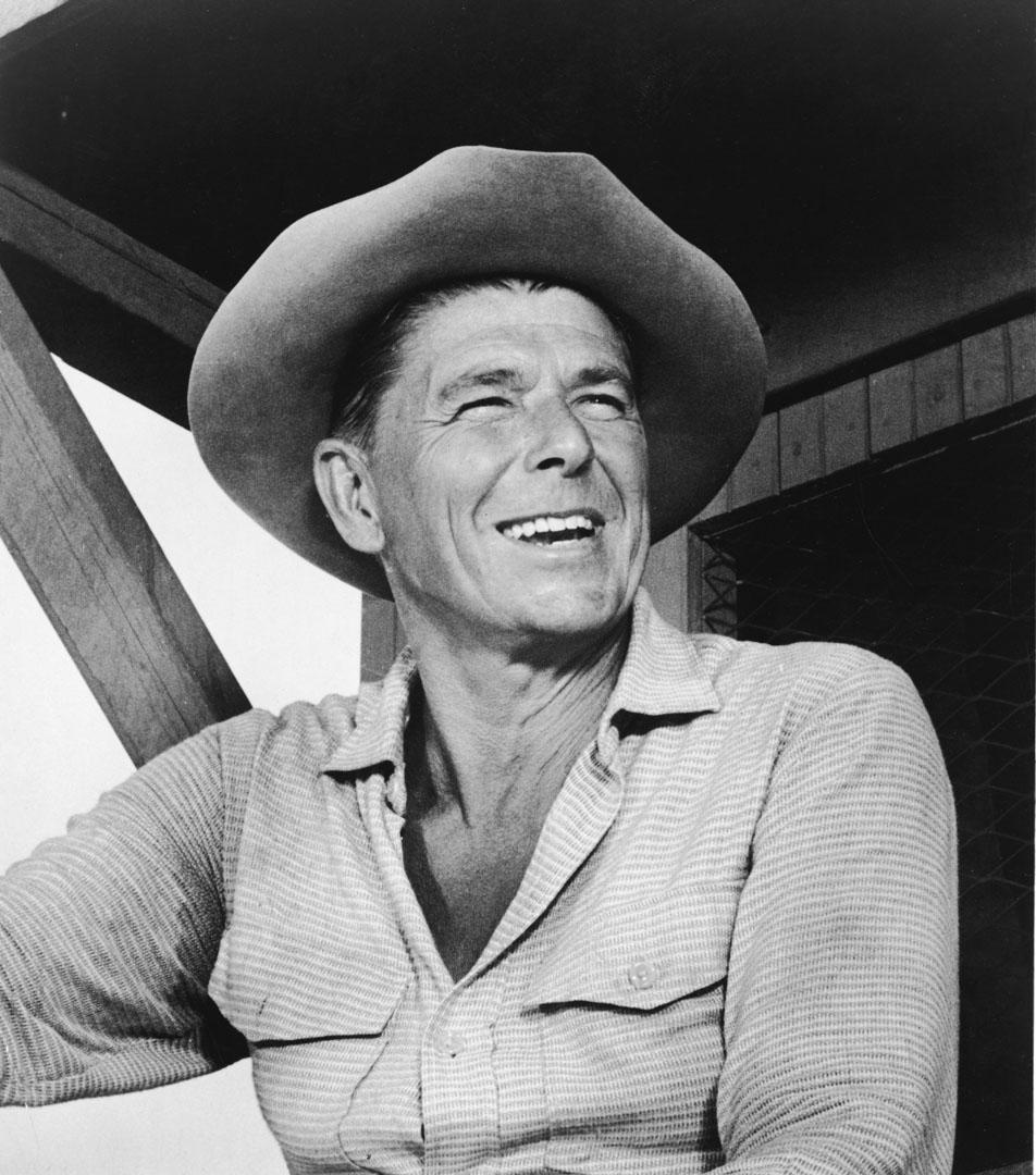 Ronald Reagan曾帶領演員工會聯合編劇工會發動大罷工,逼迫片廠將電視授權費收入以「重播費(residual)」的名義分給演員,並爭取到265萬美元的開辦費替演員們設立第一個健保和退休基金。
