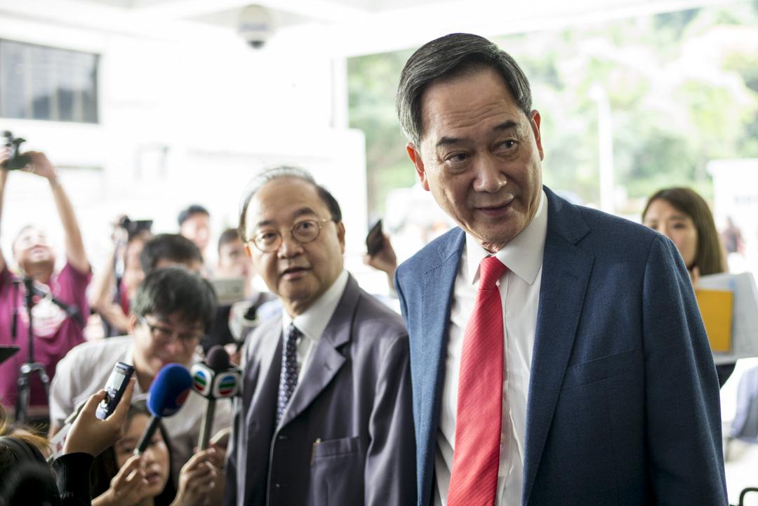 2019年4月8日,鄉議局副主席林偉強及律師林國昌於丁權案頒佈判詞後在庭外見傳媒。