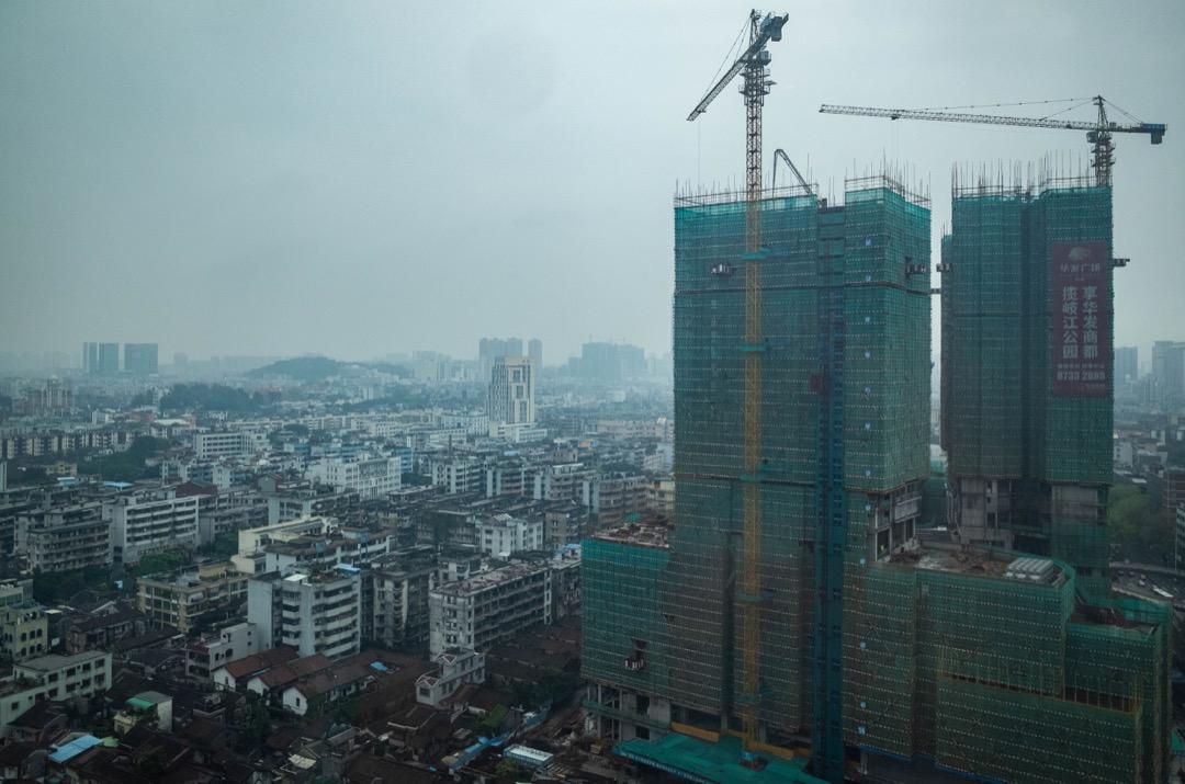 中國綜合開發研究院執行所長曹鍾雄認為,不應過度解讀港人北上買房,「(這在)未來可能是一個常態,香港人、澳門人會慢慢往內地走。」